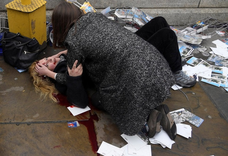 Attacco sul Westminster Bridge a Londra. Foto di Toby Melville (Reuters)