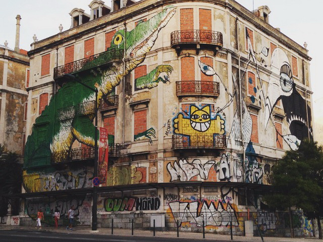 Ericailcane (IT) + Lucy McLauchlan (UK) + M. Chat (FR)