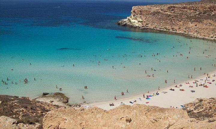 800px-Spiaggia_Isola_dei_Coniglio_Lampedusa