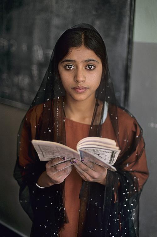 Sikh schoolgirl. Kabul, Afghanistan, 2002 © Steve McCurry