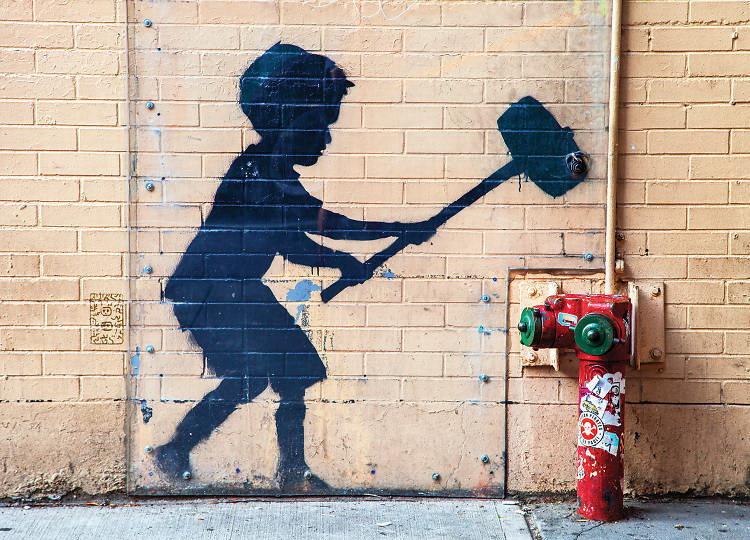 """""""Hammer Boy"""" di Banksy (W 79th near Broadway)"""