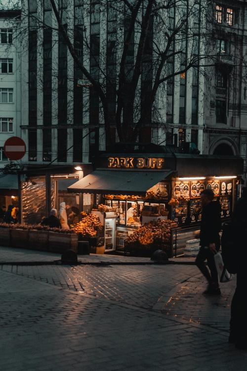 Bankalar Caddesi, Beyoğlu- İstanbul © Tolga Ahmetler
